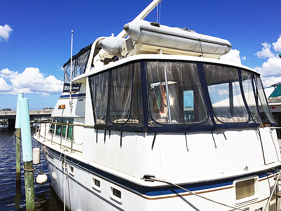 SOLD      Extremely clean 1982 43' Hatteras